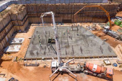 יציקת הרפסודה של הבניין הראשון במתחם מטרופוליס גבעתיים קרדיט ניר הופמן (2732 x 1820) (683 x 455)